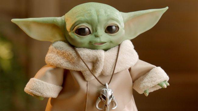 Hasbro släpper påkostad och rörlig Baby Yoda-figur