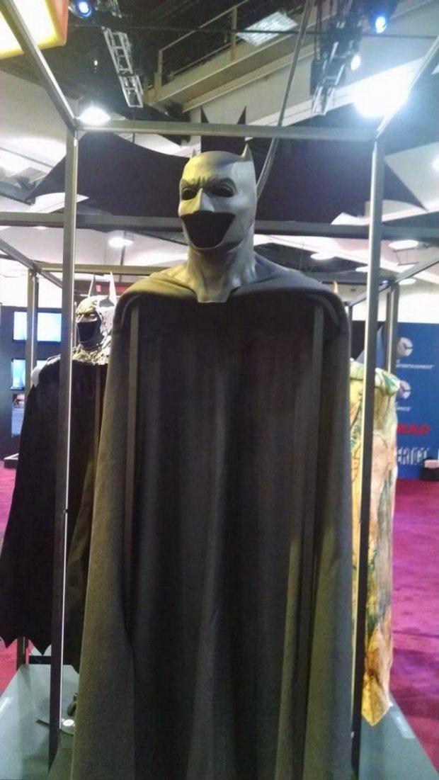 Ny bild på Ben Afflecks Batman-dräkt från Comic Con! - gameboy89s ... a1d27366b8415